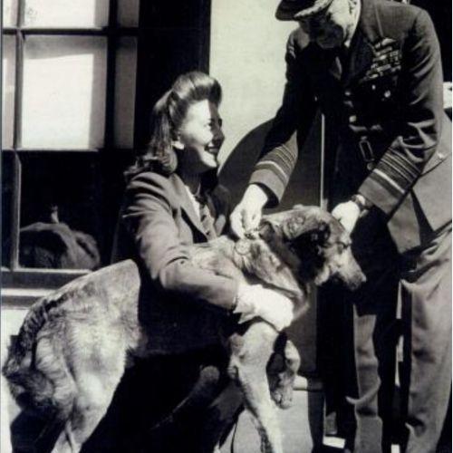 Betty porzuciła Binga na pastwę losu. Ale nie miała nic przeciwko odbieraniu razem z nim medalu.