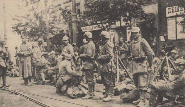 Wojska niemieckie wkraczające do Warszawy 5 sierpnia 1915 roku spodziewały się gorącego przyjęcia. Niedoczekanie!