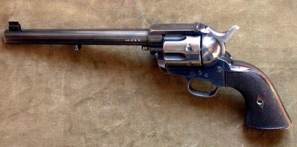 A wystarczyło, żeby adwokat zabezpieczył pistolet... Na zdjęciu broń z epoki.