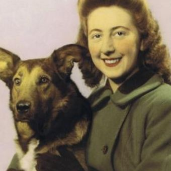Sadystka Betty i jej wierny pies.