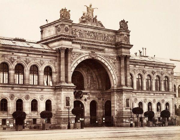 Pasryski Palais de l'Industrie, w którym z rozkazu Napoleona III wystawiono odrzucone w 1863 roku przez jury Salonu prace. W tym słynny obraz Maneta.