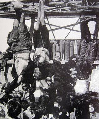 Sam Benito Mussolini przeżył zięcia zaledwie niewiele ponad rok. Kończąc ostatecznie powieszony do góry nogami na mediolańskiej stacji benzynowej.