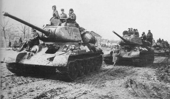 Czołgi T-34/85. Tylko dziewięć takich wozów pancernych miał do swojej dyspozycji Diaczenko, gdy rozpoczynał swój rajd.