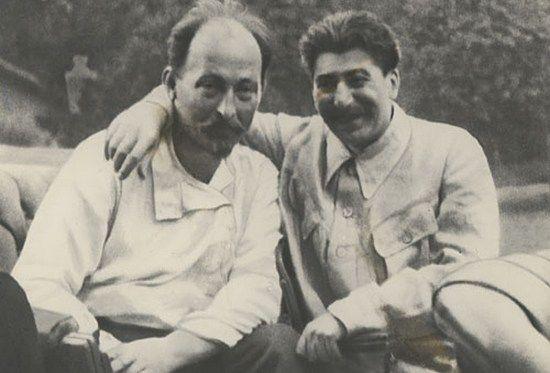 Również osławiony szef Czeka Feliks Dzierżyński stał się patronem Polskiego Rejonu Narodowego. Na zdjęciu z Józefem Stalinem, który wiele mu zawdzięczał.