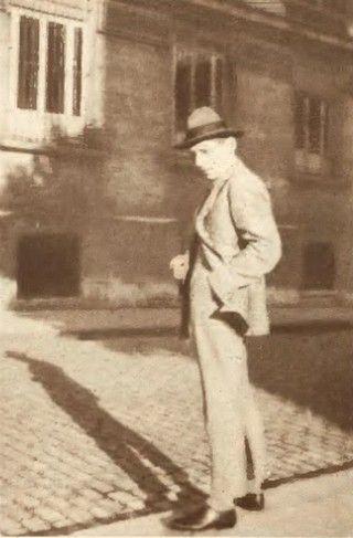 Jan Żyznowski na bulwarze Montparnasse w Paryżu. Zdjęcie wykonano zaledwie dwa dni przed tym jak poszedł do szpitala, gdzie Umińska skróciła jego męki.