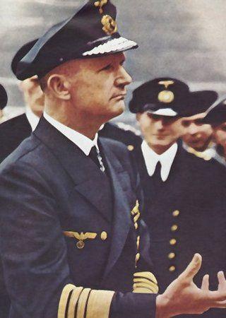 """Wprowadzając w życie operację """"Hannibal"""" adm. Dönitzowi zależało najbardziej na ocaleniu młodych podwodników."""