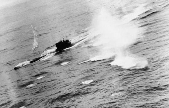 """Pod koniec wojny największym zagrożeniem dla U-bootów było alianckie lotnictwo. Przekonała się o tym m.in. załoga U-625. Ich okręt został zatopiony przez łódź latającą """"Sunderland""""."""